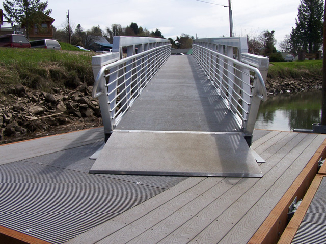 Docks decking market fibergrate composite structures for Non slip composite decking